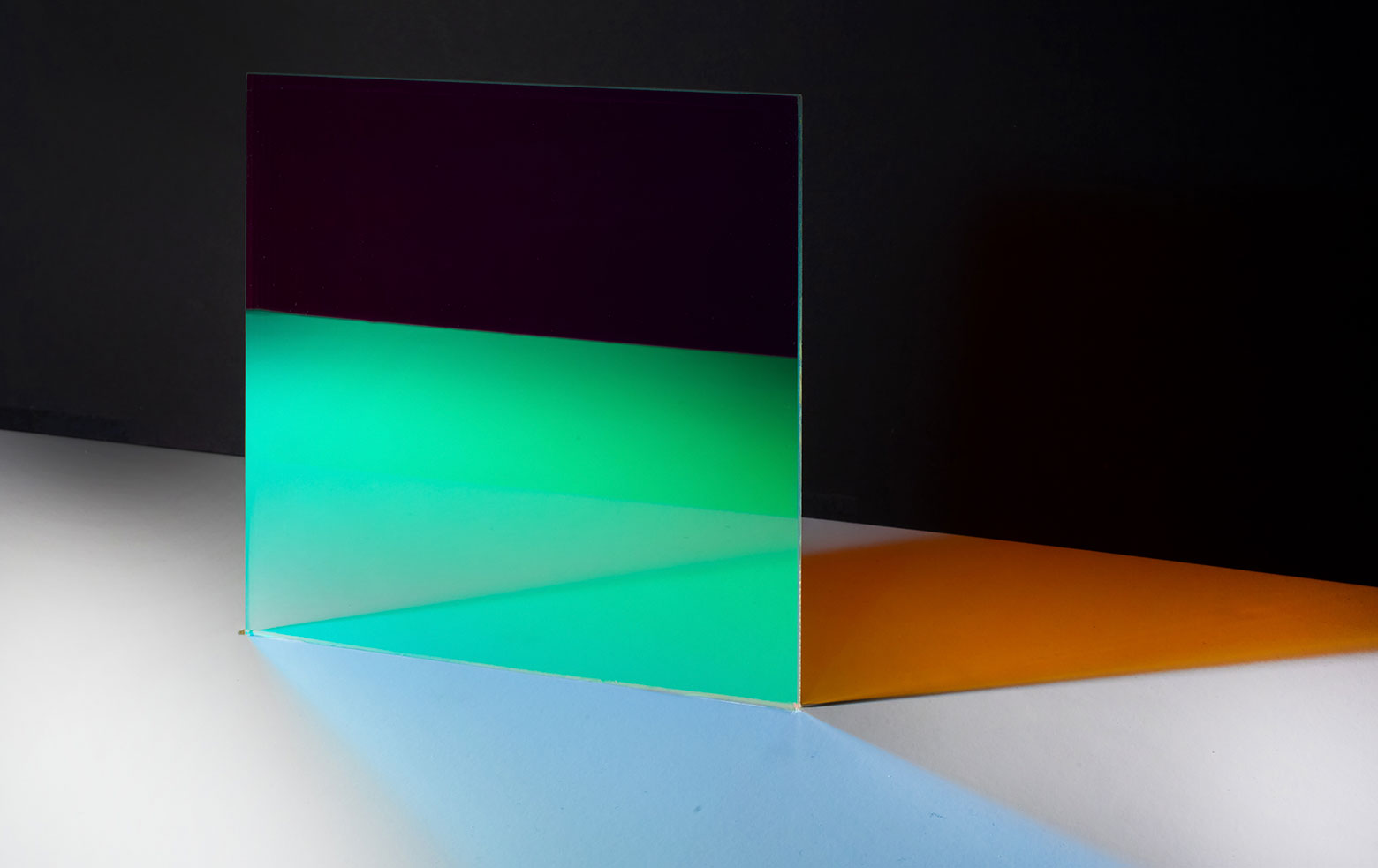 The colour effect glass is in fact colourless, the actual effects are created by shadows and reflections.