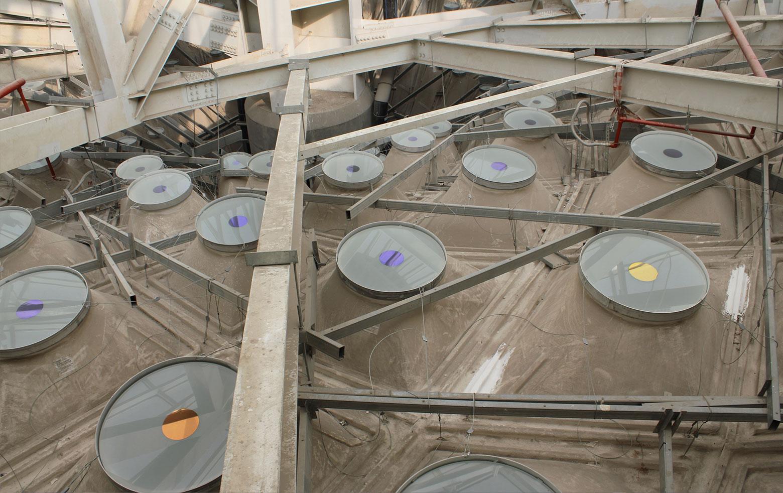 Dachkonstruktion Flughafen Mumbai mit dichroitischen Inlay-Glasscheiben