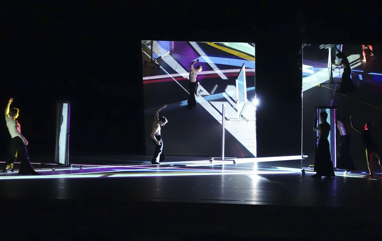 """Inszenierung """"Moving Colours"""" im Essener Aalto-Theater, Bühnenbild von Yoko Seyama"""