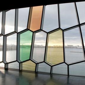 Harpa dichroitisches Farbeffektglas von Innen nach Außen