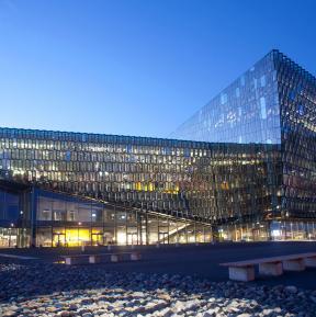 Harpa Reykjavik, Fassade mit dichroitischem Glas, gestaltet von Olafur Eliasson