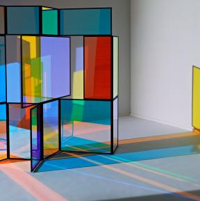 Camilla Richter - Paravent with dichroic colour effect glass