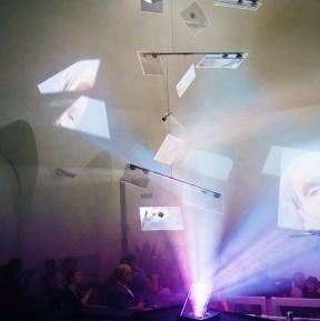 """Hauke Odendahl: """"Fragments"""" - Installation aus Strahlteilern"""
